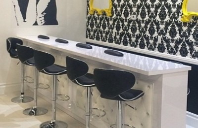 Custom Made White Marble Top Luxury Tufted Manicure Table Station Nail Bar